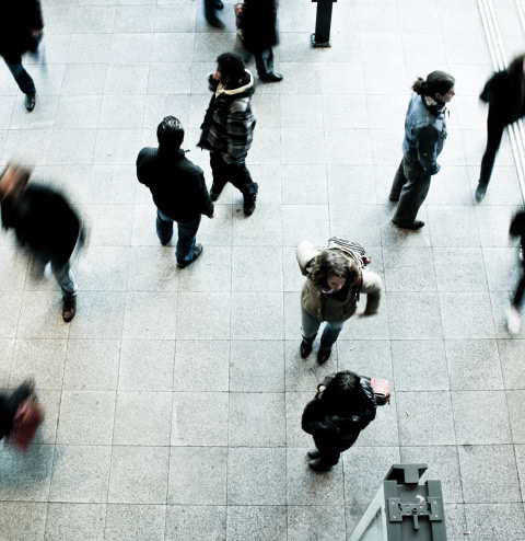 Спешащие люди фото