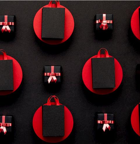 подарки в черной упаковке