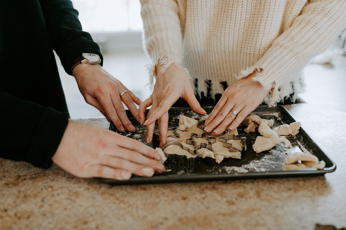 Руки пары печенье