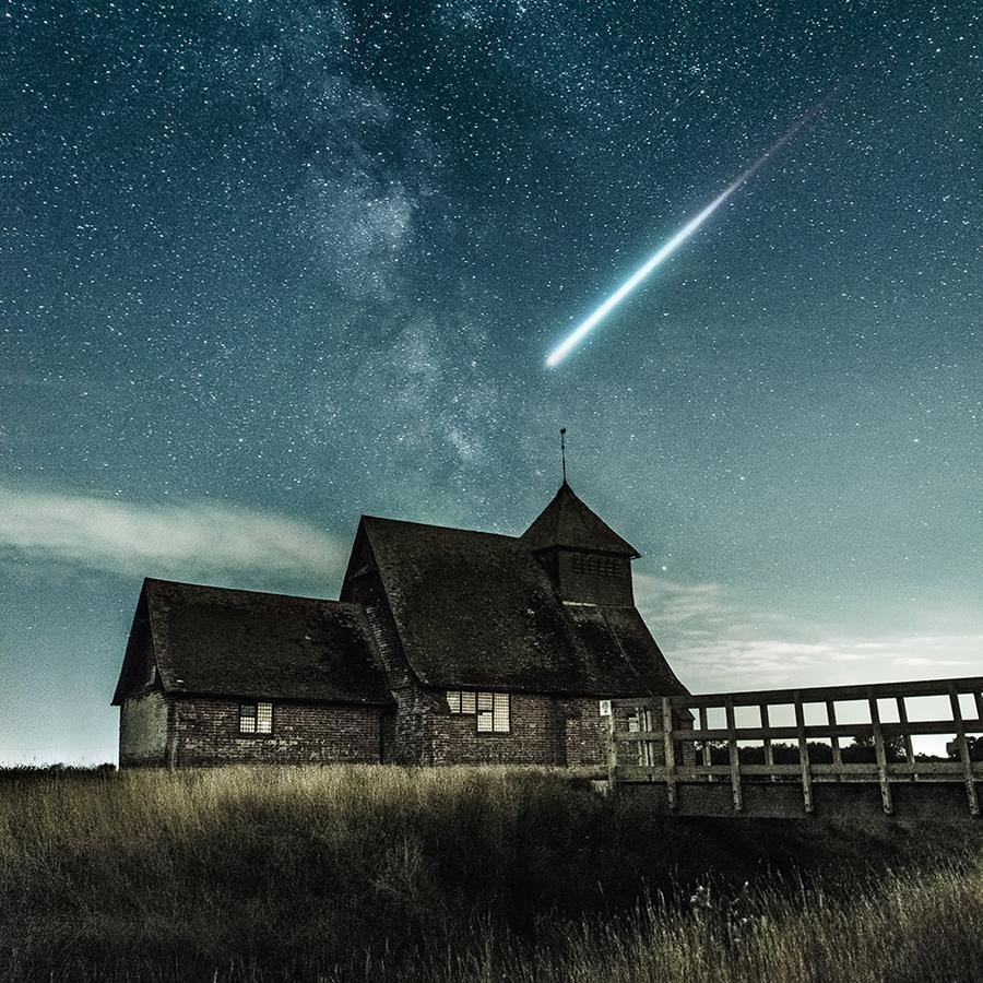 Комета на звездном небе