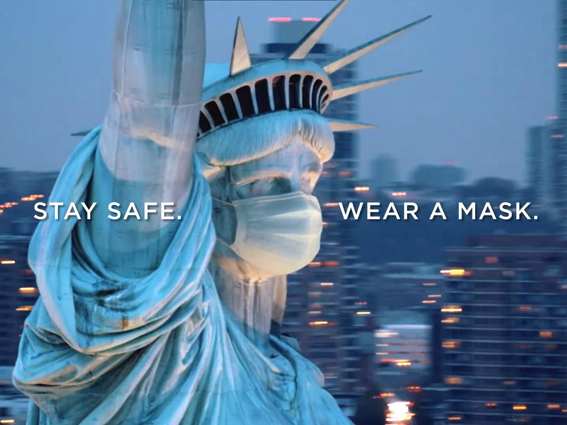 Статуя Свободы в маске