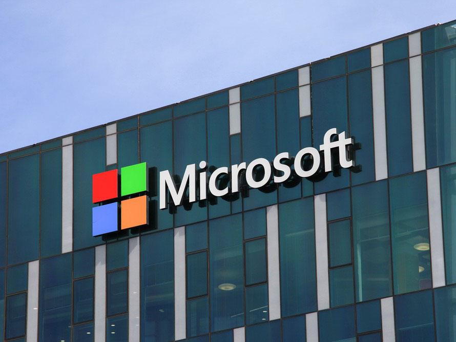 Логитип Microsoft на здании