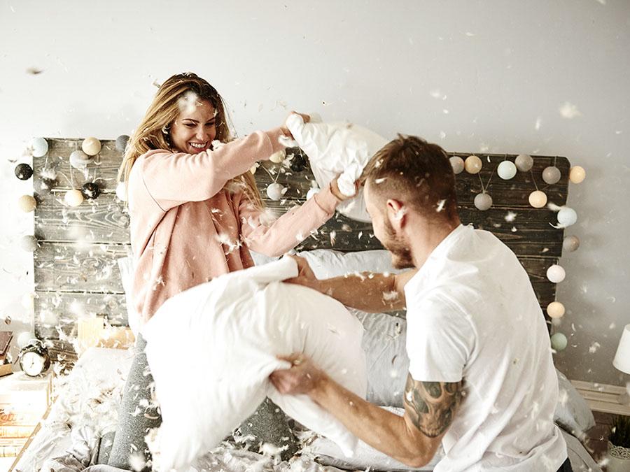 Борьба подушками пара
