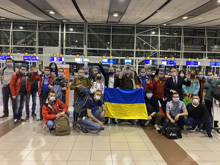 Украинская антарктическая экспедиция фото с флагом
