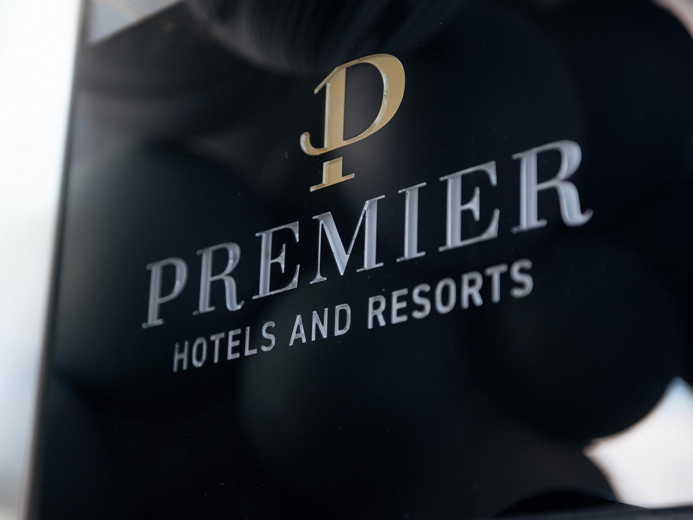 Premier Hotel вывеска