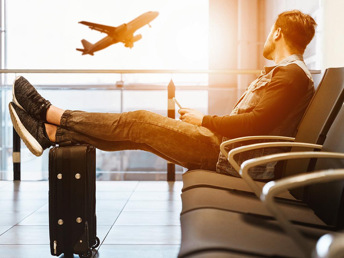 Турист с чемоданом