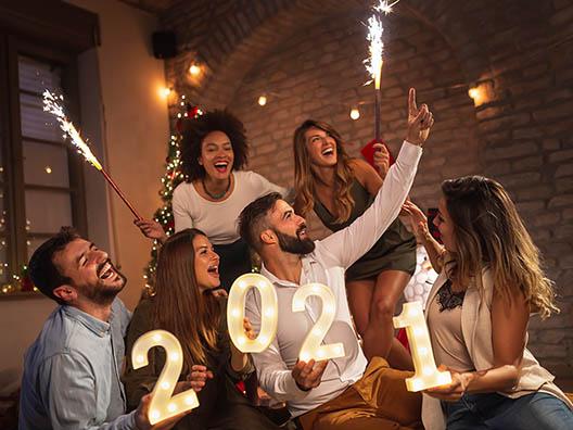 Друзья празднуют Новый год