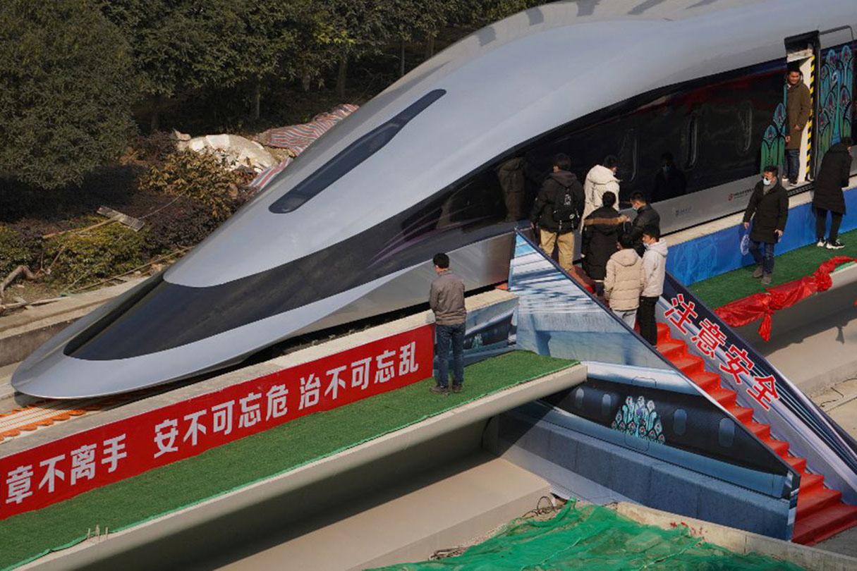 Китайский поезд со скоростью 620 км/час