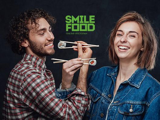 Пара ест суши SMILEFOOD